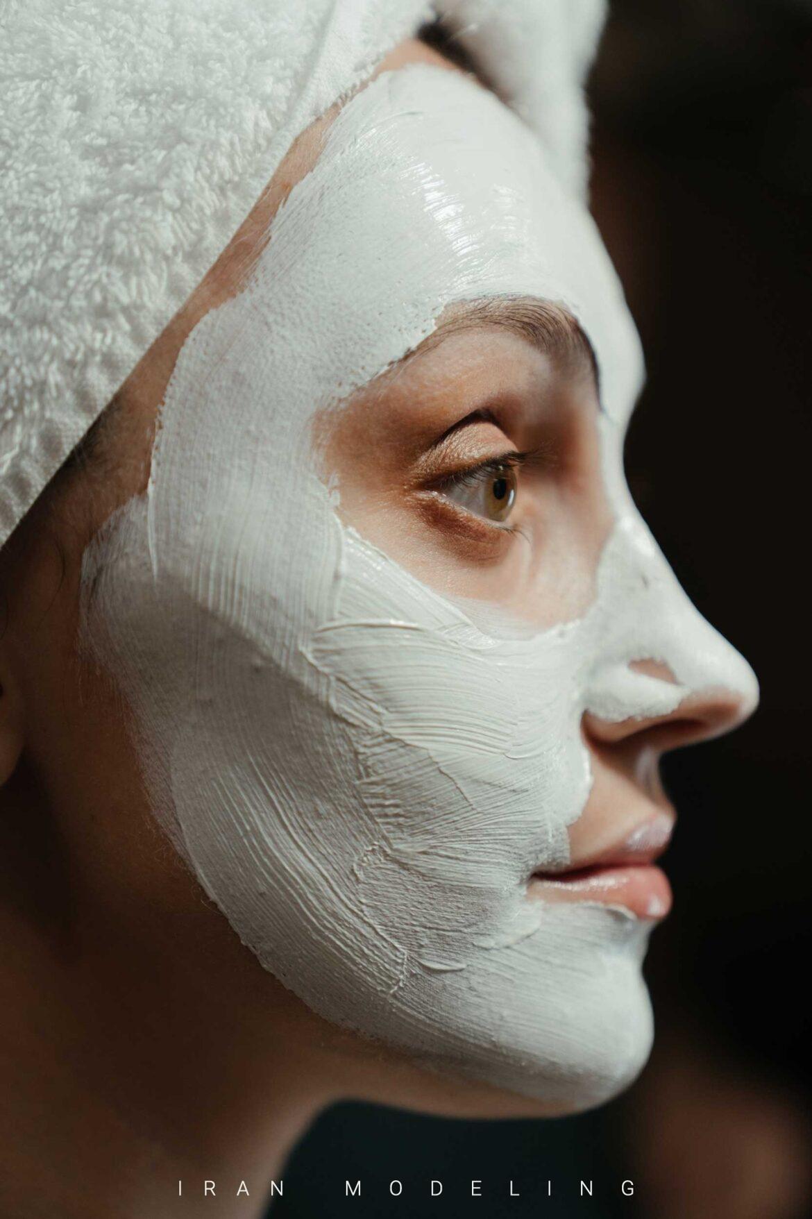 12 ماسک روشن کننده پوست صورت که باید آنها را استفاده کنید
