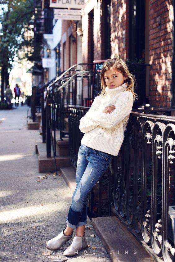جدید ترین استایل زمستانی کودکان دختر و پسر 2020 2021 در انواع رنگ پالتو و کت و کاپشن کودکانه و بچه گانه سفید مشکلی آبی زرد قرمز مشکی با کلاه و دستکش و اکسسوری