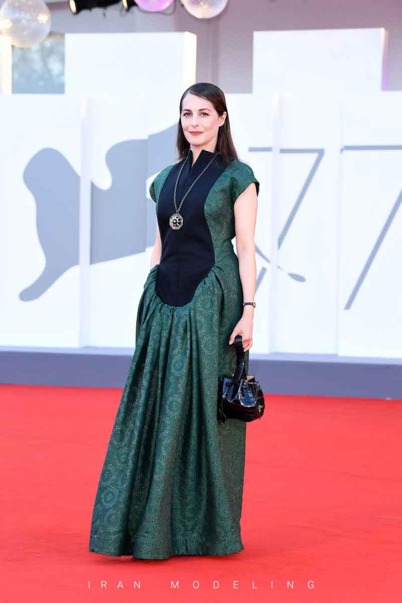بهترین استایل های افراد مشهور از جشنواره فیلم ونیز 2020 را مشاهده کنید